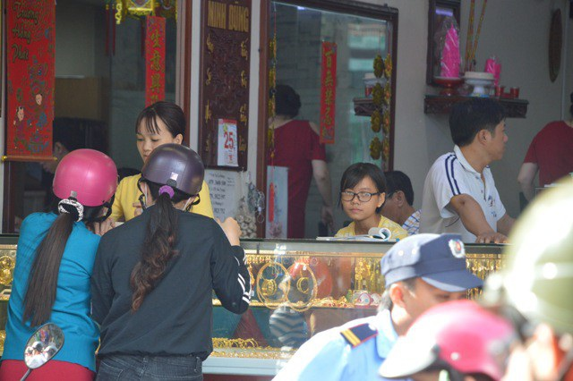 Ngày Vía Thần Tài: Cửa hàng đông đặc, nhà vàng trúng đậm - 15