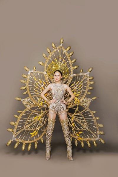 Hương Giang Idol tuyệt đẹp trong trang phục dân tộc độc đáo - 2