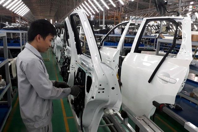 Tỷ lệ nội địa hóa của các DN ô tô Việt Nam hiện khá thấp. Để đạt được mức 40% và hướng tới xuất khẩu xe, cần khuyến khích DN mua linh kiện trong nước, qua đó thúc đẩy phát triển công nghiệp hỗ trợ.