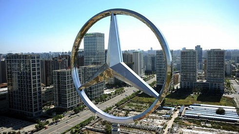Tập đoàn Geely của Trung Quốc mới đây trở thành cổ đông lớn nhất của Daimler, công ty mẹ của hãng xe Đức nổi tiếng Mercedes-Benz. Ảnh: Deutsche Welle