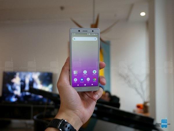 Màn hình 5-inch giúp sản phẩm phù hợp với những ai yêu thích smartphone màn hình cỡ nhỏ