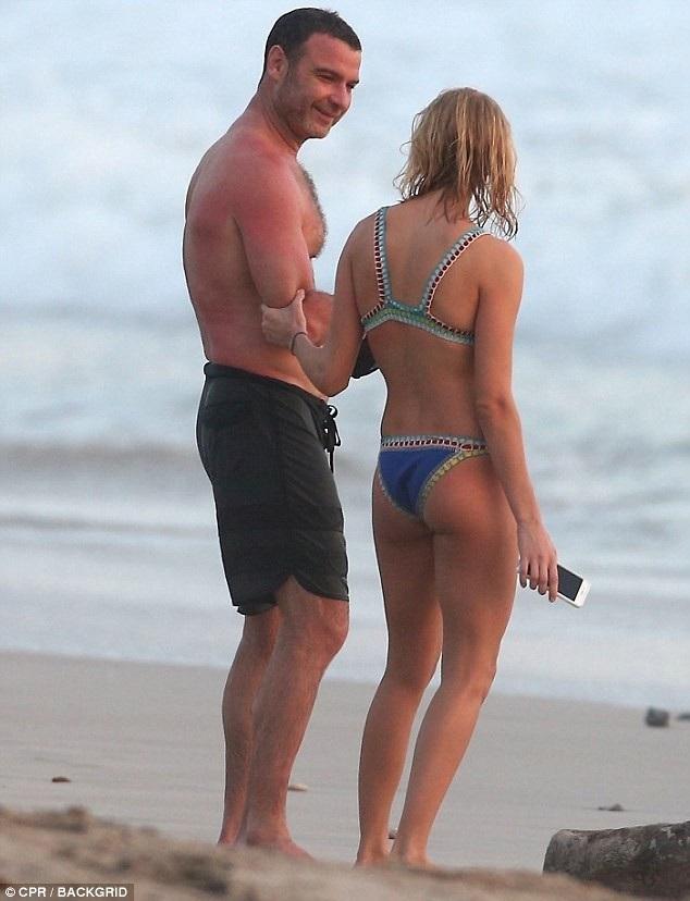 Nam diễn viên Liev Schreiber, 51 tuổi đưa bạn gái Taylor Neisen, 26 tuổi đi nghỉ mát tại Costa Rica ngày 26/2 vừa qua