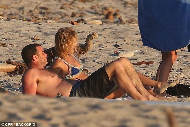Liev và Taylor dính tin đồn hò hẹn từ cuối năm ngoái nhưng giờ họ mới công khai quan hệ