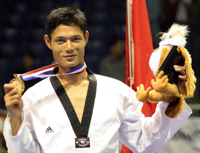 Cựu võ sĩ Taekwondo Nguyễn Văn Hùng nhận xét các trận thách đấu theo kiểu của Flores không phải là tỉ võ đúng nghĩa