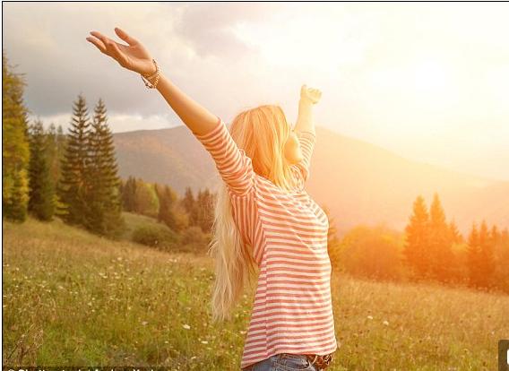 Phụ nữ có xu hướng hài lòng với cuộc sống hơn nam giới - 1