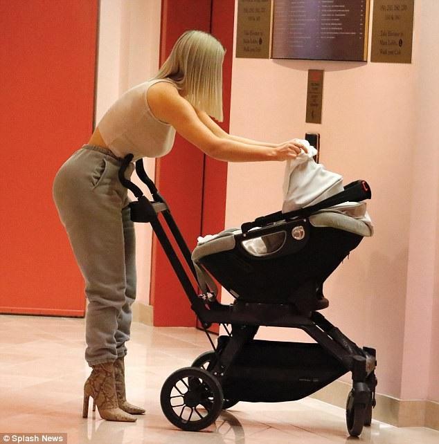 Kim Kardashian đã có hai con North, tuổi và Saint, 2 tuổi
