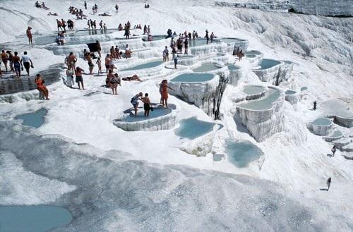Những con suối nước nóng thu hút hàng triệu du khách - 5