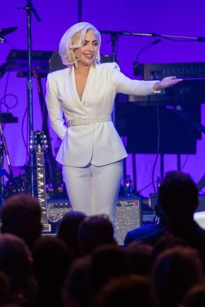 Lady Gaga thông báo các fans đã mua vé sẽ sớm được hoàn tiền