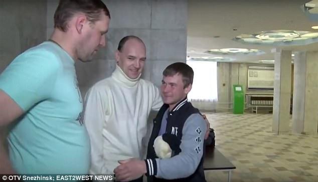 Andrey cảm ơn những người đã giải cứu mình