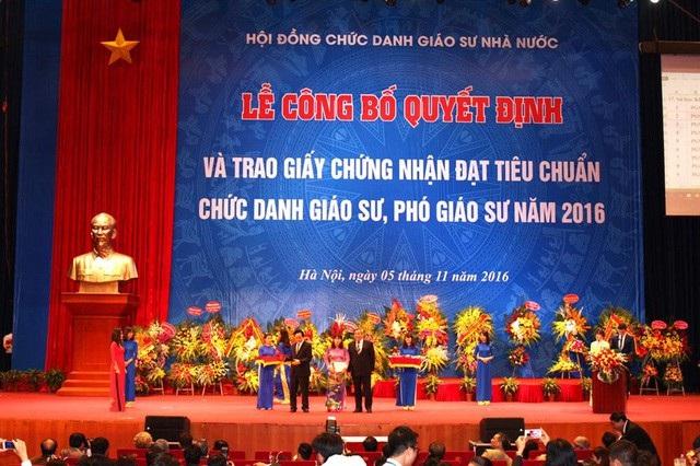 """Để """"thay máu"""" GS/PGS Việt Nam theo hướng Hội nhập Quốc tế, việc trước tiên là yêu cầu chọn các GS có công bố Quốc tế là thành viên HĐCDGS"""