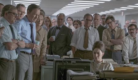 """Steven Spielberg luôn là một trong những đạo diễn xuất sắc nhất của điện ảnh đương đại. Và sau khi vị đạo diễn tài ba này nhận được đề cử Quả cầu vàng, người hâm mộ đều đinh ninh rằng một đề cử Oscar nữa đương nhiên sẽ về tay Spielberg với tuyệt phẩm """"The post"""". Tuy nhiên, điều này lại không hề xảy ra và đây quả là một bất ngờ khó hiểu của các nhà phê bình."""