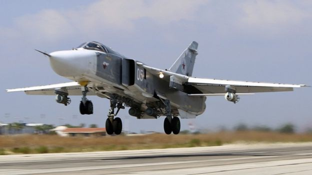 Máy bay Su-24M của Nga cất cánh từ căn cứ không quân Hmeimim tại Syria (Ảnh: AP)