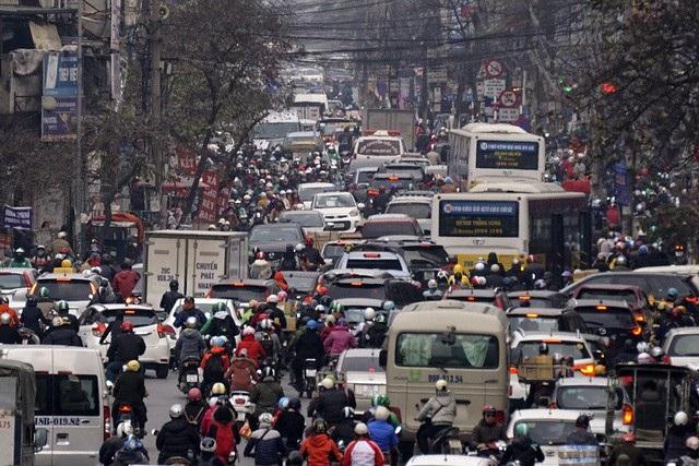 Đoạn thắt nút cổ chai đường Trường Chinh lúc 16h. Đây là đoạn đường có mật độ giao thông rất lớn, cảnh ùn tắc diễn ra cả ngày.
