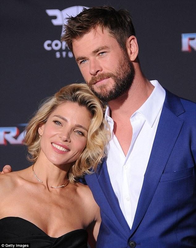 """Mới đây, nam tài tử cơ bắp của Hollywood - Chris Hemsworth - đã tiết lộ về trải nghiệm đóng cảnh nóng với vợ - nữ diễn viên Elsa Pataky - trong bộ phim điện ảnh """"12 Strong""""."""