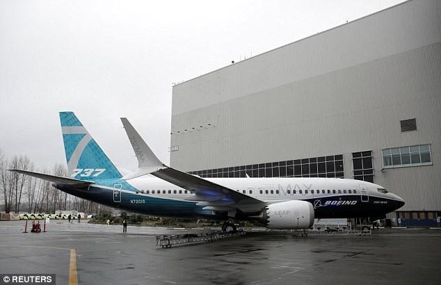 Mẫu thử máy bay 737 Max 7 sau khi lắp ráp xong. (Ảnh: Reuters)