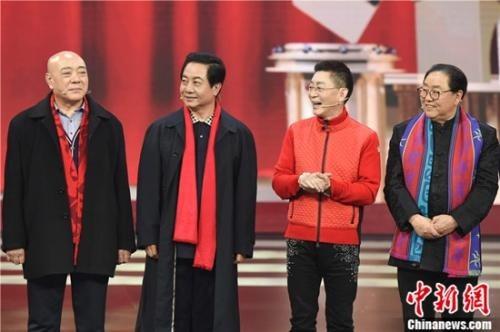 """4 thầy trò Đường Tăng hội ngộ trên sân khấu, từ trái qua bao gồm: """"Đường Tăng"""" Uông Việt, """"Sa Tăng"""" Lưu Đại Cương, """"Tôn Ngộ Không"""" Lục Tiểu Linh Đồng và """"Trư Bát Giới"""" Mã Đức Hoa"""