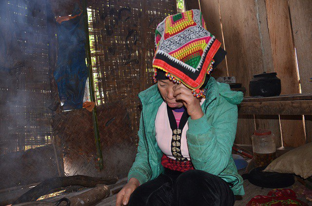Những giọt nước mắt tủi phận của người mẹ nghèo khó.
