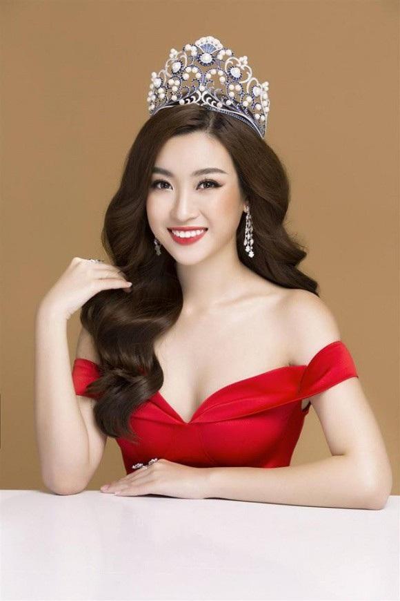 Điều khiến khán giả truyền hình bất ngờ là Hoa hậu Mỹ Linh cầm mic, dẫn tin chuyên nghiệp với giọng nói thu hút, đài từ tốt. Mỹ Linh từng chia sẻ, muốn trải nghiệm công việc MC và nàng hậu tỏ ra hội đủ các tố chất của người dẫn chương trình.