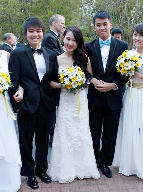 Ngọc Minh xinh đẹp trong một sự kiện cùng các du học sinh Việt tại Mỹ.