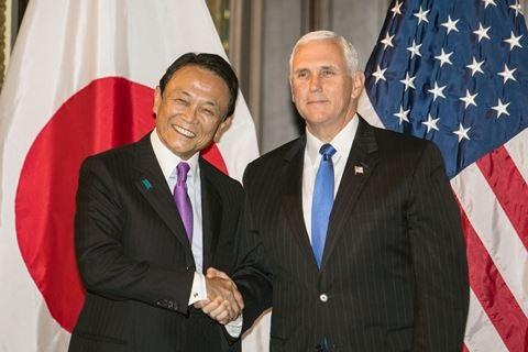 Phó Tổng thống Mỹ Mike Pence và Phó Thủ tướng Nhật Bản Taro Aso trong cuộc gặp ngày 7-2 tại Tokyo