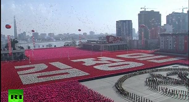 Lễ duyệt binh tràn ngập cờ, hoa và bóng bay của Triều Tiên