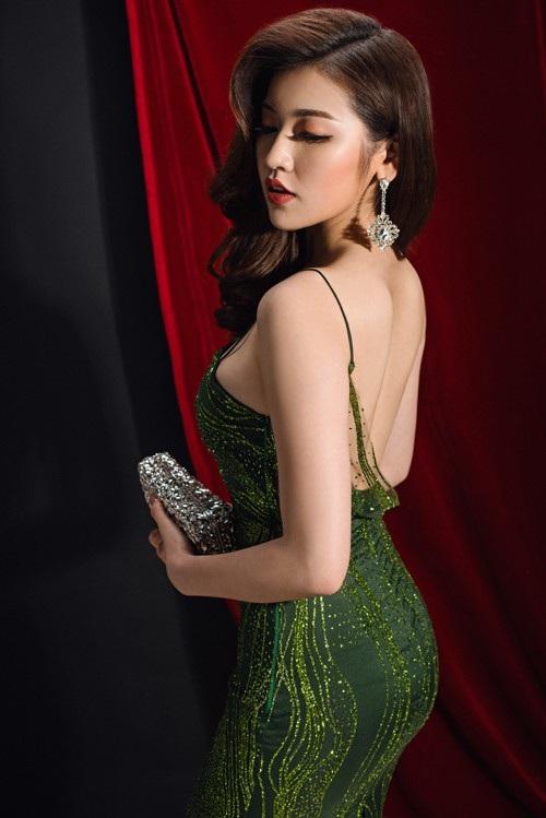 """Tú Anh được rất nhiều người yêu mến bởi vẻ đẹp dịu dàng, thanh lịch, đời tư sạch và """"gu"""" thời trang trang nhã."""