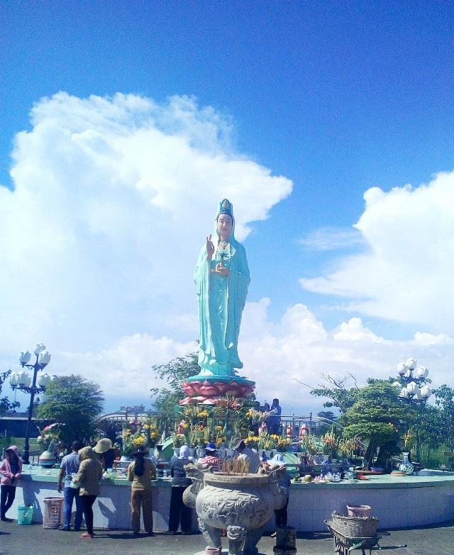 Quán Âm Phật Đài, một điểm tâm linh nổi tiếng ở Bạc Liêu.