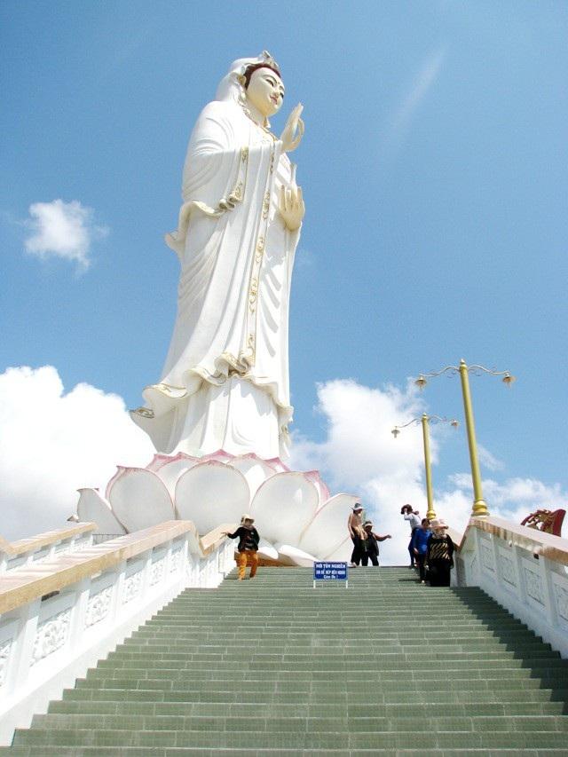 Chùa Hưng Thiện, nơi có tượng Phật Quan Âm được xem là cao nhất ĐBSCL.