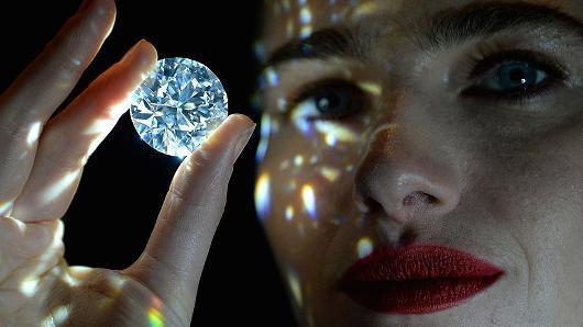 Viên kim cương đẹp không tì vết có giá khởi điểm gần 770 tỷ đồng. (Nguồn: Nick Ansell | PA Images | Getty Images)