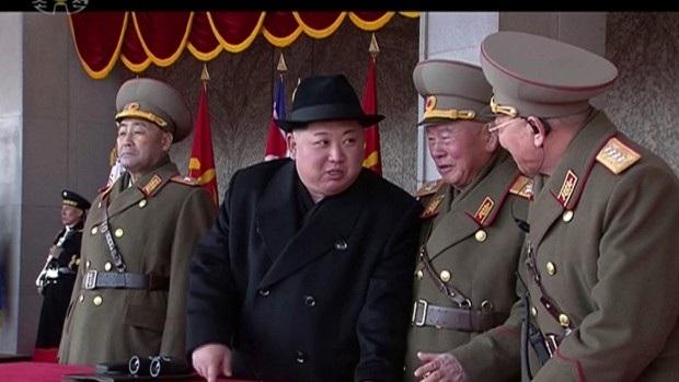 Nhà lãnh đạo Triều Tiên Kim Jong-un dự lễ duyệt binh. (Ảnh: CP)