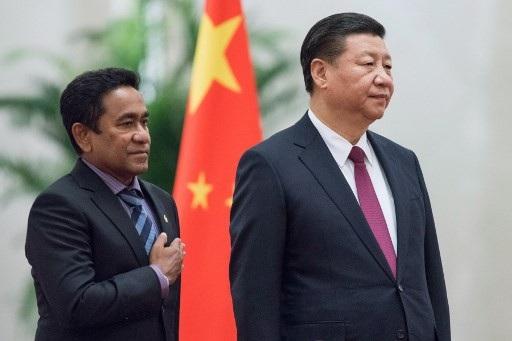 Chủ tịch Trung Quốc Tập Cận Bình đón Tổng thống Maldives Abdulla Yameen tại Bắc Kinh tháng 12/2017 (Ảnh: AFP)