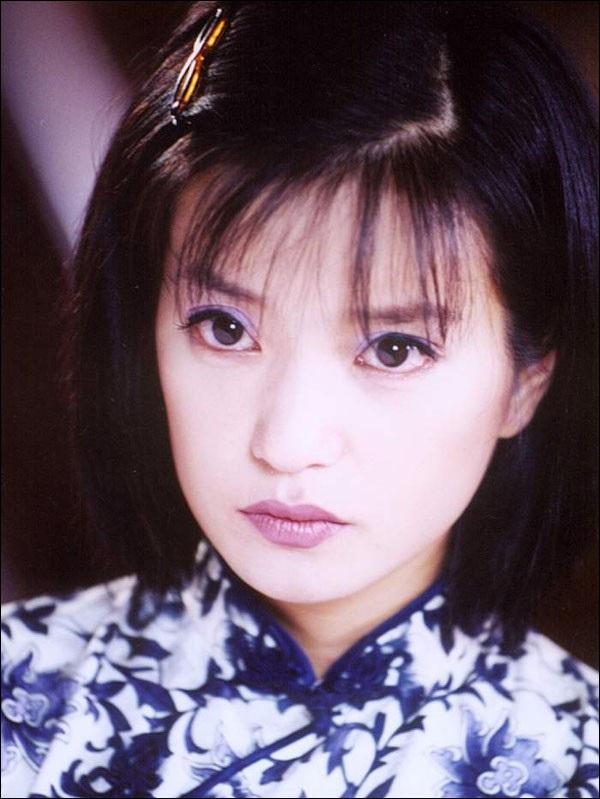 """Triệu Vy từng in dấu sâu đậm với vai diễn Lục Y Bình trong """"Tân dòng sông ly biệt"""" (2001)"""