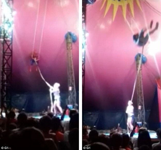"""Đây là khoảnh khắc """"hoảng hồn"""" khi một nghệ sĩ xiếc đu dây trong trang phục Người Nhện bị mất thăng bằng, tuột tay và ngã xuống mặt sàn sân khấu từ độ cao gần 5m."""