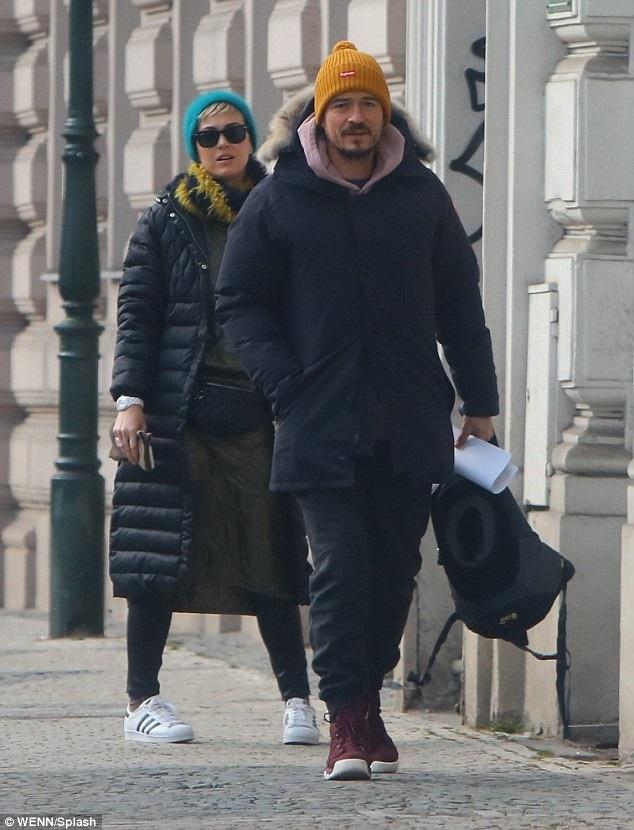Ca sỹ Katy Perry và nam diễn viên Orlando Bloom bị bắt gặp khi đang đi ngắm cảnh tại Prague, Séc ngày 27/2 vừa qua