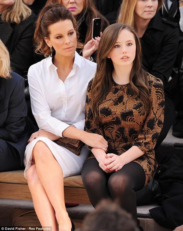Nữ diễn viên phim Thế giới ngầm Kate Beckinsale và con gái 18 tuổi Lily Sheen. Nữ diễn viên cận kề tuổi ngũ tuần chia sẻ, cô luôn muốn giúp con gái có cái nhìn tích cực về cuộc sống, tự xây dựng hình ảnh riêng không theo khuôn mẫu