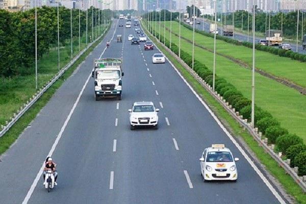 Nên chuyển từng làn đường để các phương tiện khác hiểu được ý định của bạn trên đường.