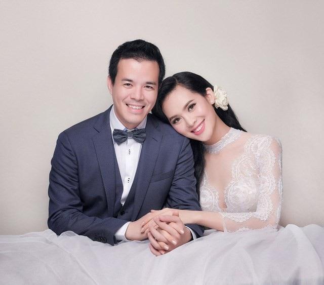 Chồng người đẹp là doanh nhân Đặng Việt Anh, sinh năm 1978 tại TP HCM, hơn cô 16 tuổi.