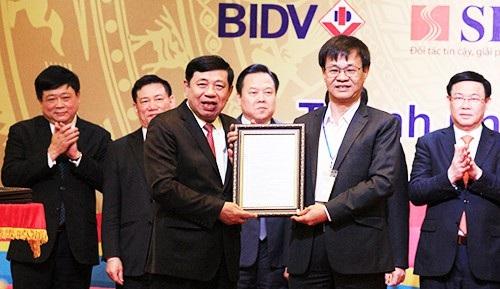 Hội nghị năm nay tiếp tục thu hút được nhiều dự án đầu tư lớn vào Nghệ An, đã trao giấy chứng nhận đăng ký đầu tư, quyết định chấp thuận chủ trương đầu tư cho 9 dự án và ký kết 16 biên bản ghi nhớ hợp tác đầu tư vào tỉnh Nghệ An với tổng số vốn đăng ký là 13.152 tỷ đồng.