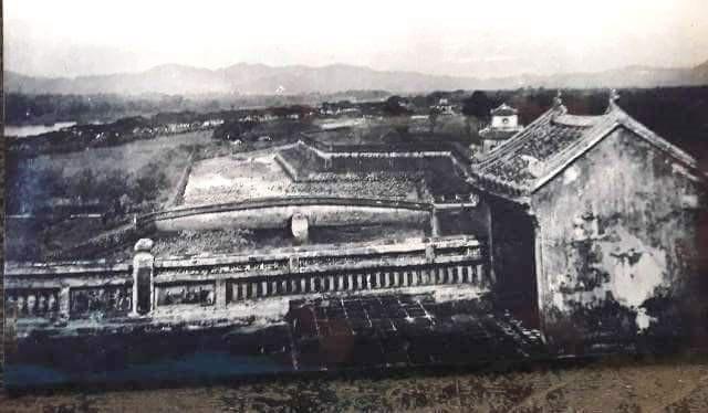 Cận cảnh Điếm canh trên Kỳ Đài (ảnh chụp từ tư liệu của nhà nghiên cứu Phan Thuận An cung cấp)