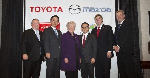 Lãnh đạo Mazda và Toyota trong lễ công bố thành lập công ty liên doanh tại Mỹ