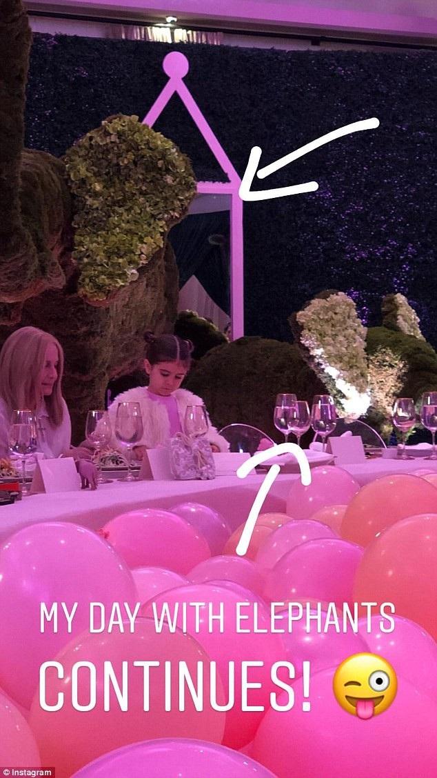 Các thành viên trong gia đình Kardashian đều có mặt trong buổi tiệc này