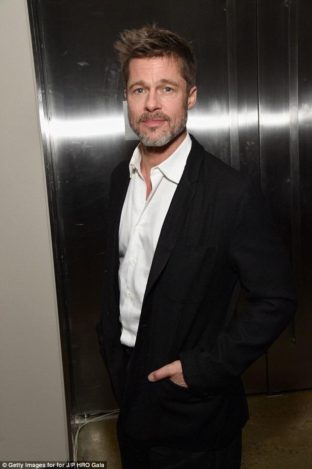 Brad Pitt sống độc thân suốt 1 năm rưỡi kể từ khi Angelina Jolie đệ đơn ly dị.