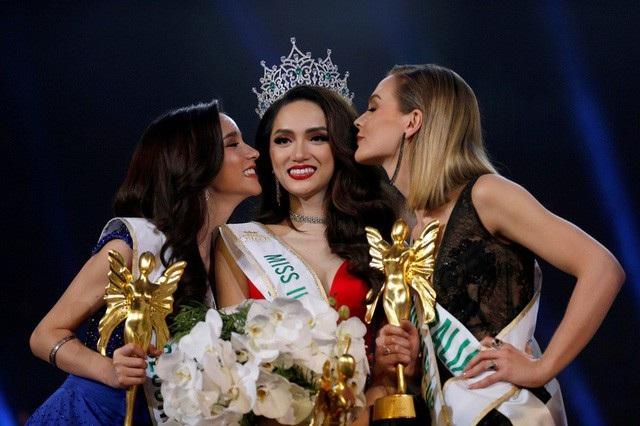 Cuộc thi hoa hậu chuyển giới quốc tế 2018 (Miss International Queen 2018) đã khép lại trong tối qua 9/3 với chiến thắng thuộc về người đẹp Việt Nam - Hương Giang. Chiến thắng của Hương Giang là hoàn toàn xứng đáng vì cô đã thể hiện rất tốt ngay từ những ngày đều tới đêm chung kết.