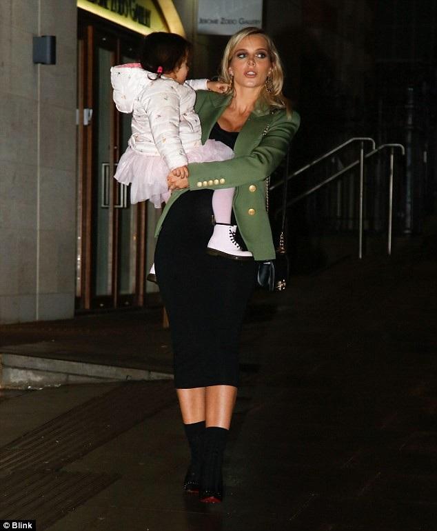 Scott Sinclair và Helen hẹn hò từ năm 2009 và đang lên kế hoạch sẽ sớm kết hôn sau khi con thứ 2 chào đời