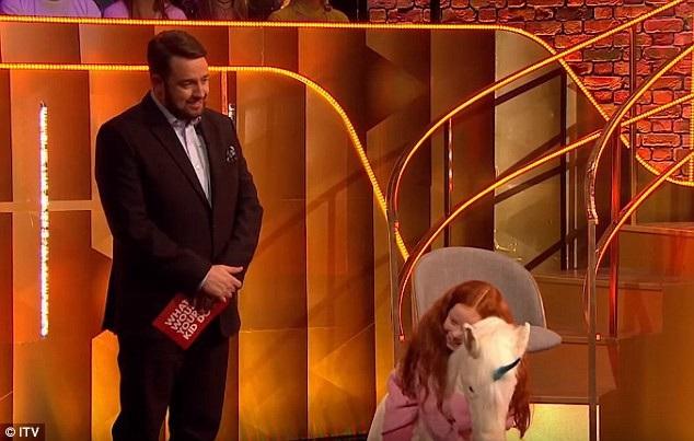 Trong khi đó, Abigail hạnh phúc vì được mang kỳ lân nhồi bông về nhà.