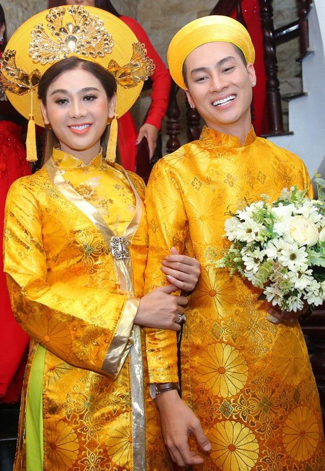 Thành công nhất của Lâm Khánh Chi từ khi chuyển giới có lẽ ở cuộc sống riêng, cô đã có được một đám cưới đẹp như cổ tích bên người bạn trai kém 8 tuổi Trần Phi Hùng.