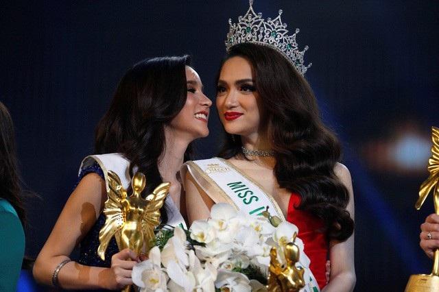 Hương Giang Idol đăng quang Hoa hậu chuyển giới Quốc tế tại Thái Lan thật sự gây nên cơn chấn động trong showbiz Việt