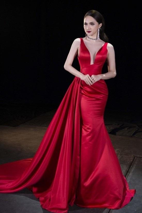 Hình ảnh xinh đẹp và cuốn hút của Hương Giang Idol tại cuộc thi nhan sắc quốc tế