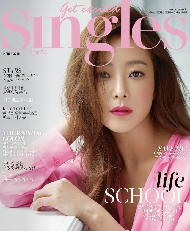 Kim Hee Sun, năm nay 41 tuổi, là một trong những ngôi sao hàng đầu của làng giải trí xứ Hàn.