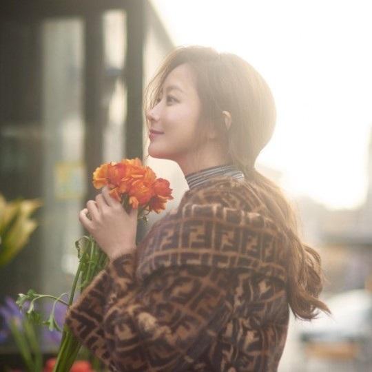 Làm mẹ không chỉ khiến Kim Hee Sun đẹp hơn về ngoại hình mà còn sâu sắc hơn trong diễn xuất.